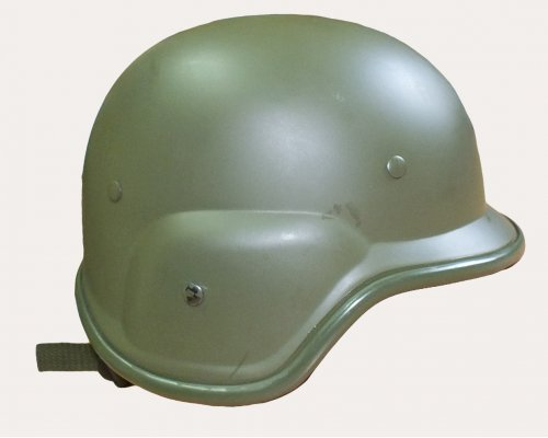 Шлем BW пластик реплика М-85 б/у